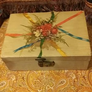Vintage jewelry or keepsake box